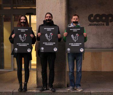 Protest pred COOP Jednota v Bratislave
